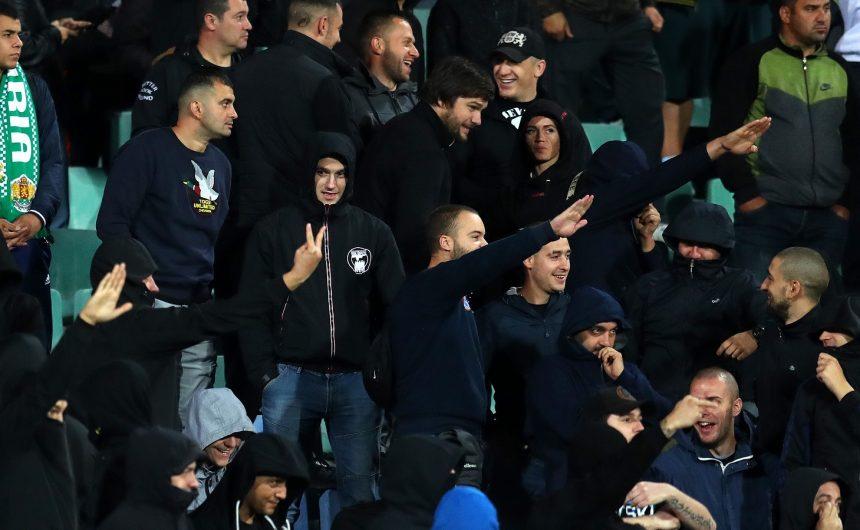 Bugarski zaštitari su se, na susretu okaljanim rasizmom, pridružili navijačima na tribinama